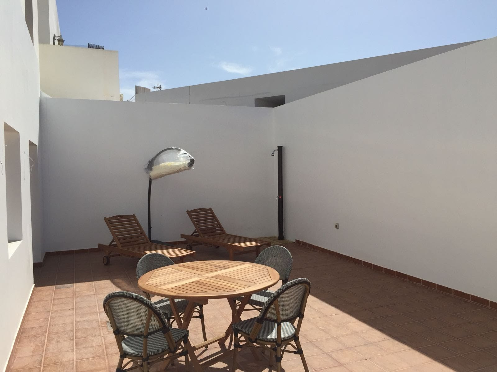 Central apartment with large terrace