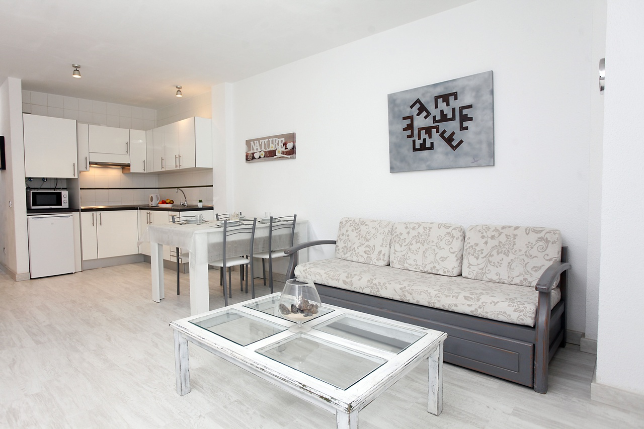 Renovated Apartment in Calle Falua